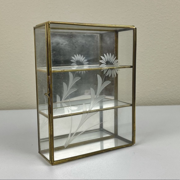 VTG Glass Display Case Brass Floral Edge Wall Hanging Shelf Mirror   Material: g